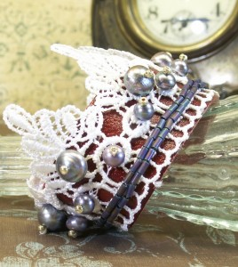Bracelet of leather, lace and Freshwater Pearl
